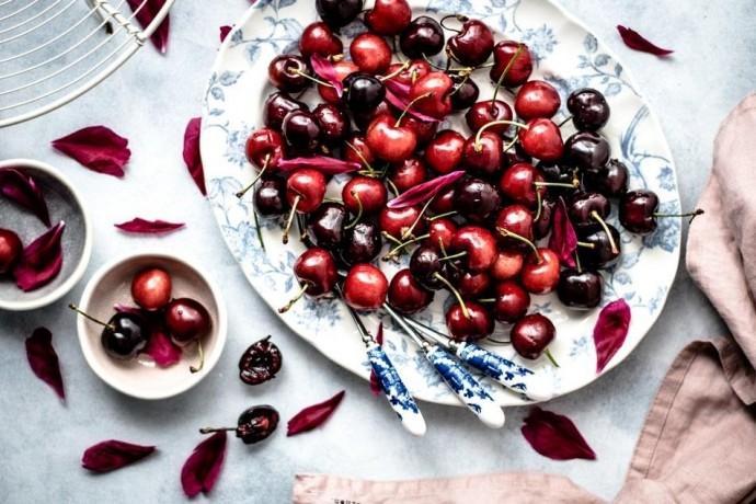 От любых болезней: чем полезны сезонные ягоды