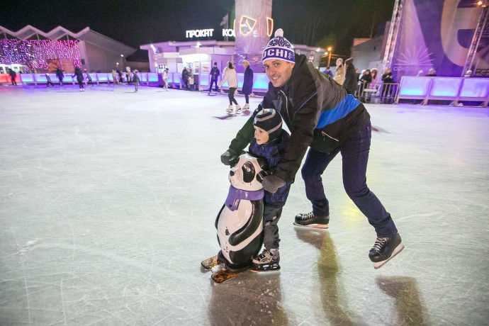 Первый в этом сезоне: как открывали каток «Лёд» в «Сокольниках»