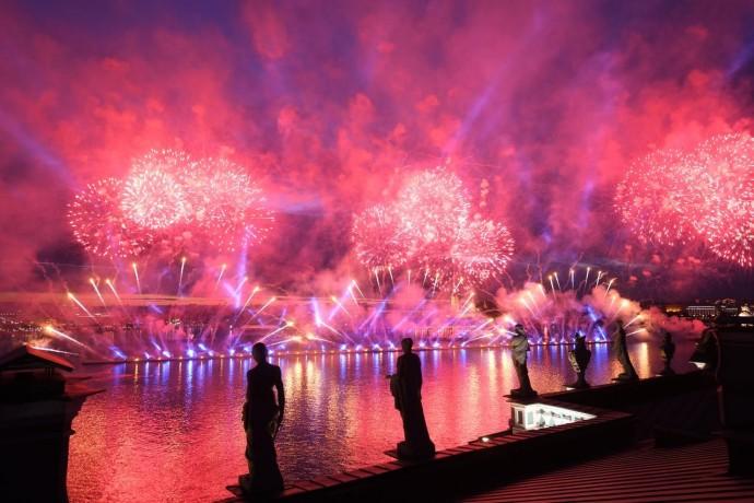 Куда идти в июне: «Алые паруса», фестиваль красок и Италия в Петербурге