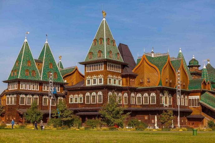 Исторические здания в парках Москвы: усадьбы, дворцы и гроты