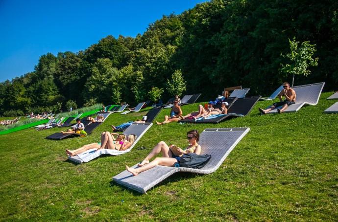 Зона отдыха: где искать удобные лежаки в парках Москвы