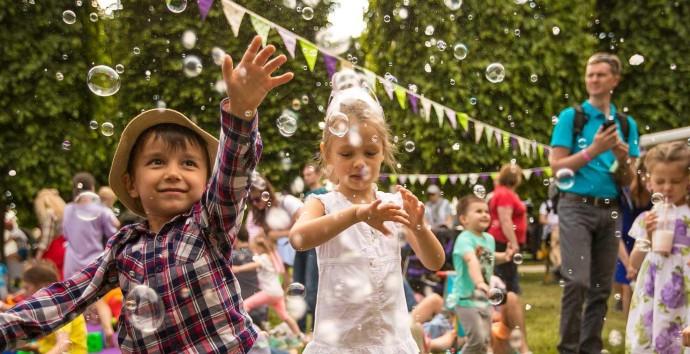 Детский день рождения: праздник в большой компании или семейном кругу?