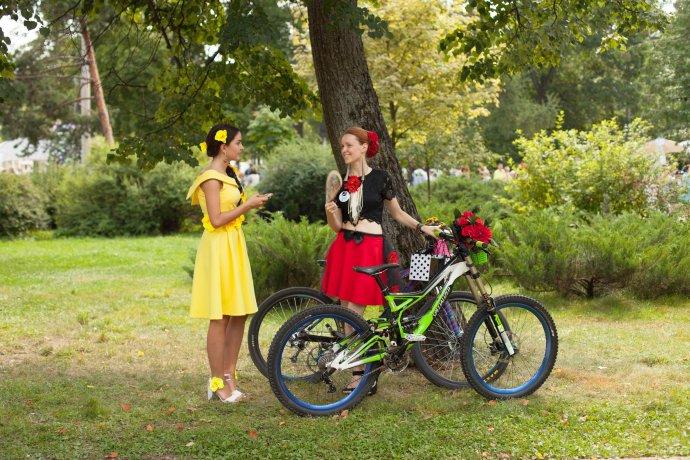 Фото: Велопарад «Леди на велосипеде»