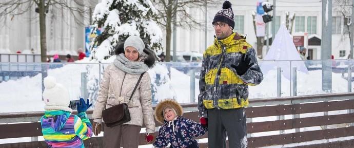 Догоняем зиму: какие катки в Москве еще работают