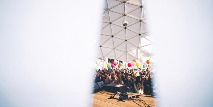 Концерты на крыше в Москве: летняя программа Roof Fest