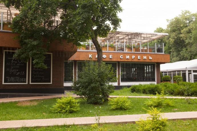 Прячемся от дождя: 6 уютных кафе в парках Москвы