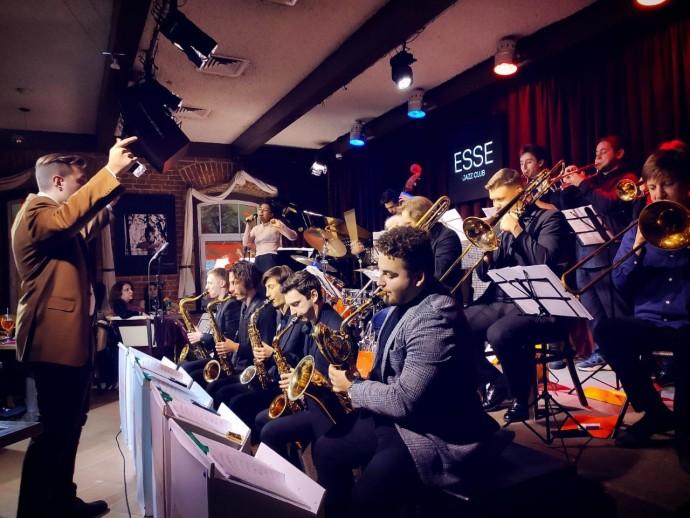 Рождественский джаз в оранжерее на ВДНХ: праздничный концерт ParkSeason