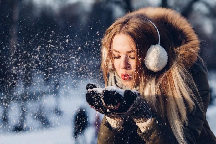 Как беречь кожу во время долгих зимних прогулок: комментарии экспертов