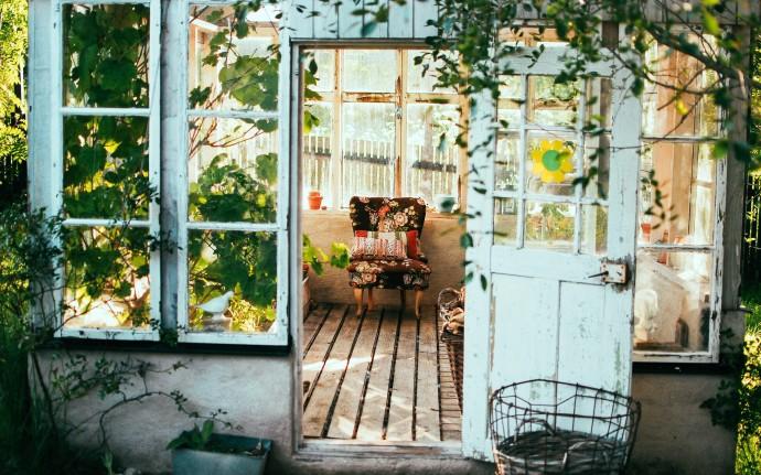 Догоняем лето: 4 кафе с верандами, которые еще работают