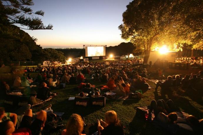 Где посмотреть кино под открытым небом: подборка ParkSeason