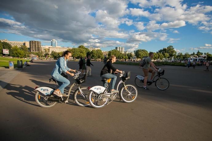 Гуляющие в Парке Горького: репортаж ParkSeason