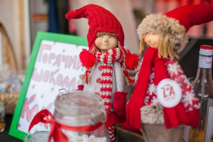 Как проходят рождественские ярмарки в парках Москвы