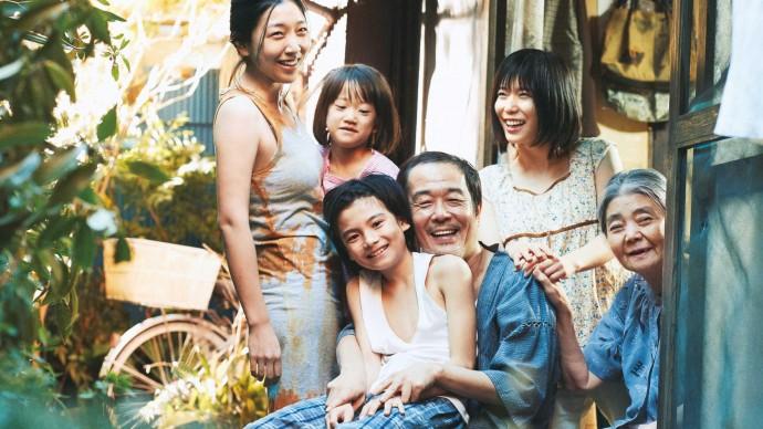 Тонкая история о необычной семье: рецензия на «Магазинных воришек»