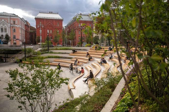 Как выглядит уличный амфитеатр у Политехнического музея? Фото ParkSeason