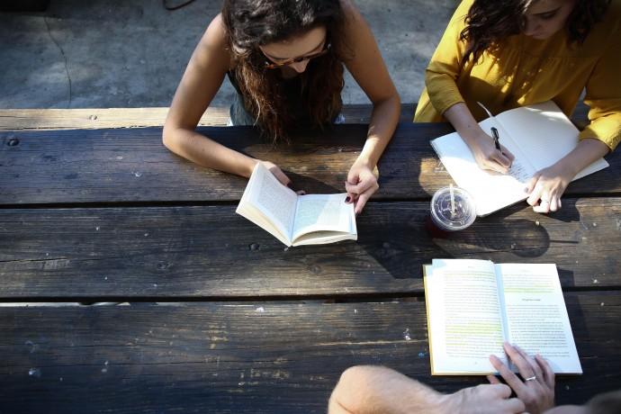 Чему учиться летом: говорить, слушать, общаться на иностранном языке